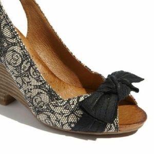 Size 7 Naya Wedge Open Toe Sandal with Bow